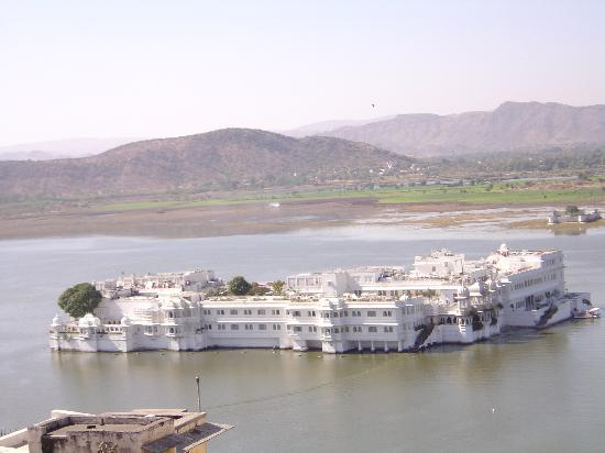 Taj Lake Palace Udaipur: Another view of the hotel