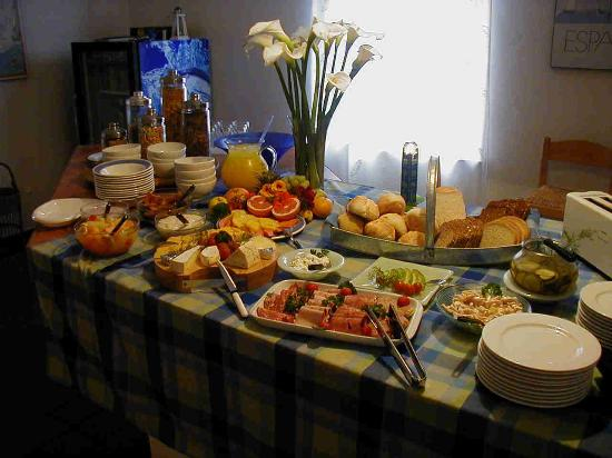 The Secret Garden Guesthouse: Breakfast Feast