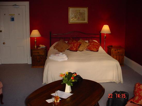 The Cluny Bank Hotel : Such a comfy bed!