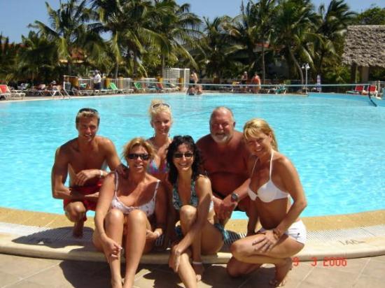 Moi A La Piscine moi et mes compagnons de voyages, devant la piscine . - picture of