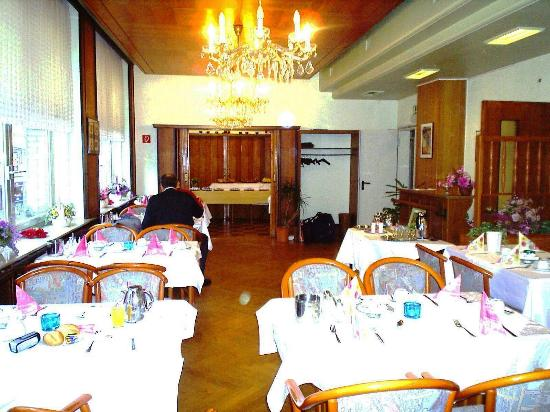 Cologne City Hotel: The Dining Room.