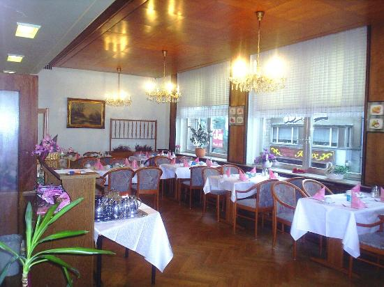 Cologne City Hotel: Another view of the Dining Room.
