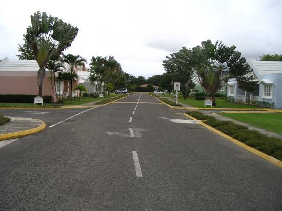 Puerto Plata Village Resort: main road down PPV