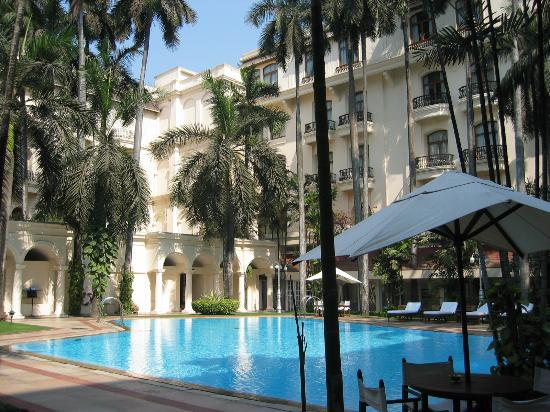 The Oberoi Grand: Swimming pool