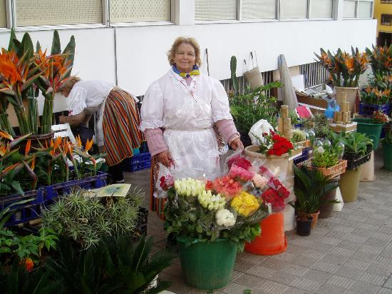 Apartamentos Casablanca: Flower Seller in puerto de la cruz