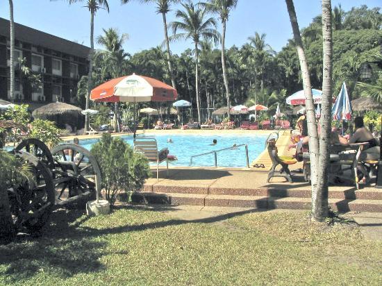 Basaya Beach Hotel & Resort: swimming pool