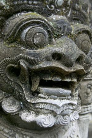 Four Seasons Resort Bali at Jimbaran Bay: Beautiful architectural statues and details on grounds