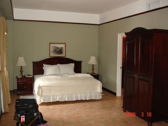 Hotel DeVille: Bedroom View 1