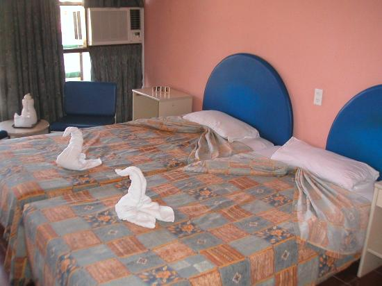 "Islazul Mar del Sur Aparthotel: the room with  ""swan"" towels this day"