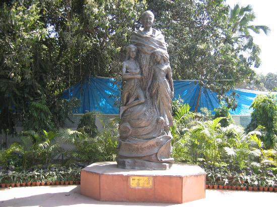 Gandhi Smriti: Statue at entrance to Birla House