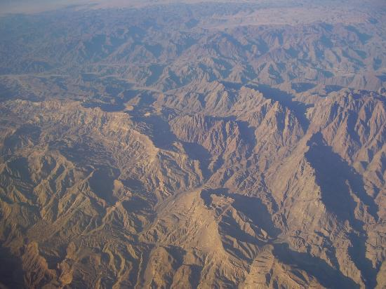 ‪إيبروتيل بالاس: Sinai mountains - we took this from the window in our plane‬