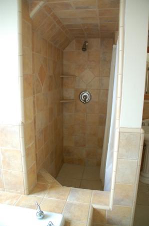 Seal Cove Inn: Cypress suite shower