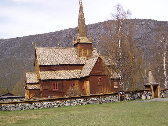 Oppland, Norge: The Lom stave church