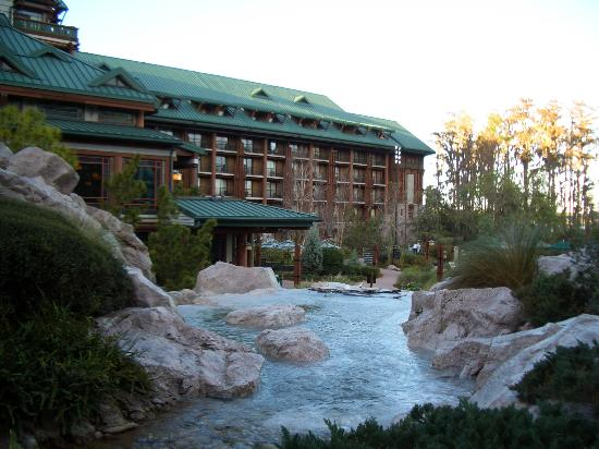 Disney's Wilderness Lodge: Grounds