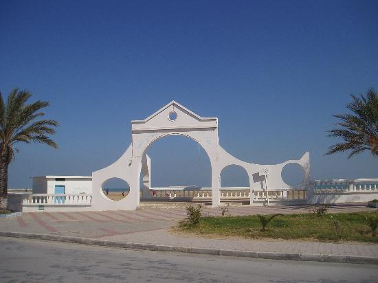 A gate in front of the nice beach in La Goulette