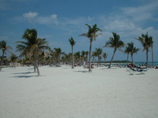 Barcelo Maya Colonial: BEACH