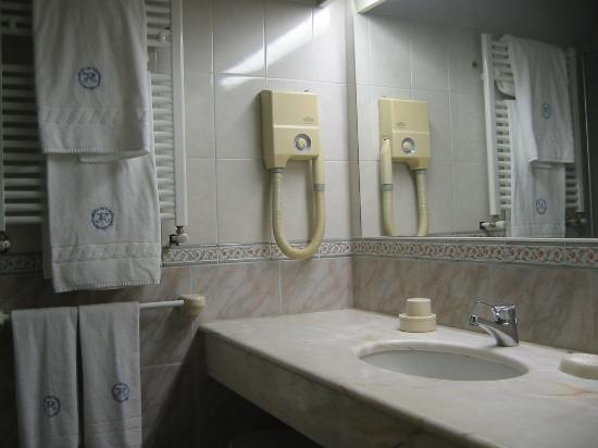 Hotel Mioni Pezzato: Bathroom
