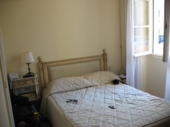 Hôtel Carlton – Beaulieu-sur-mer : small room