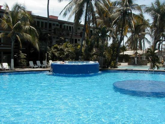 Marparaiso Queen: Pool anyone?