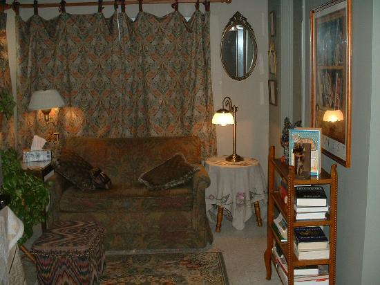 Mackintosh Inn Bed and Breakfast: Reading Nook - Private Suite