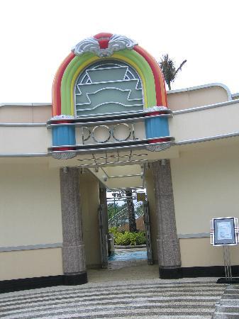 Disney's Hollywood Hotel : The Pool