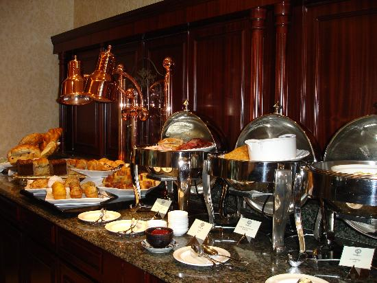 Hong Kong Disneyland Hotel: Breakfast (Hot section)