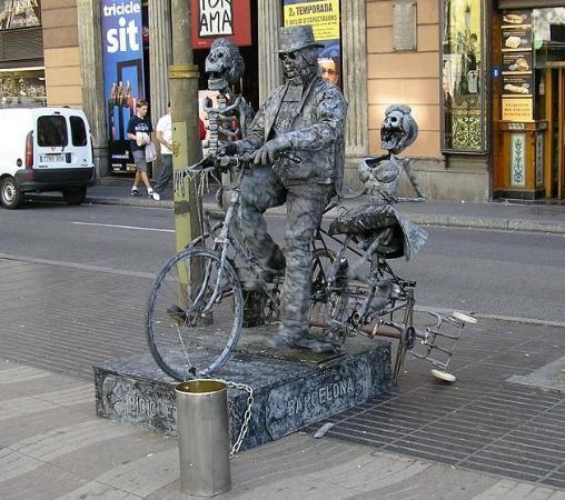 Citadines Ramblas Barcelona: living statue