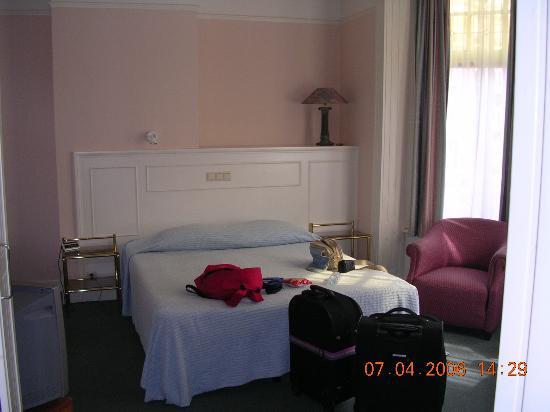 هوتل واشنطن: The room (complete with luggage)