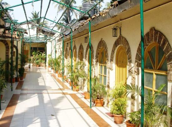 Juhu Hotel: Nicest feature of the hotel is exterior of executive rooms