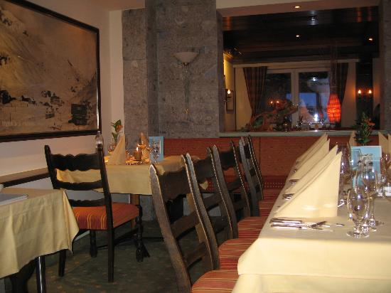 Sporthotel Enzian: dining room corner