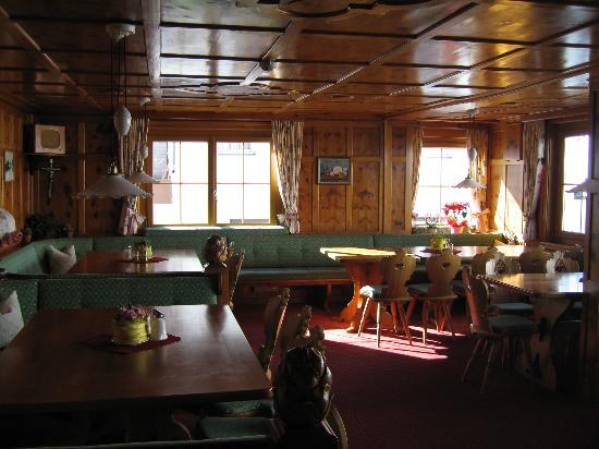 Sporthotel Enzian: a la carte dining area