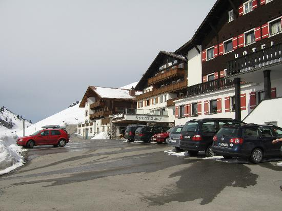 Sporthotel Enzian: skis on and go from here