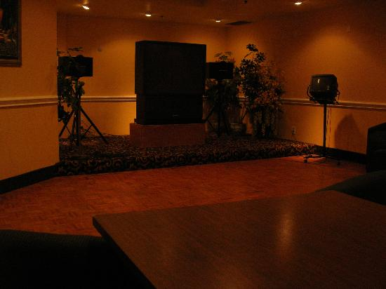 Ramada Plaza Garden Grove/Anaheim South: Great dancefloor....not