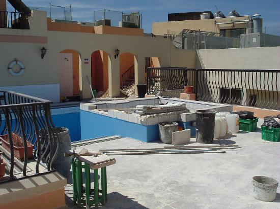 Soreda Hotel: Roof top Pool area