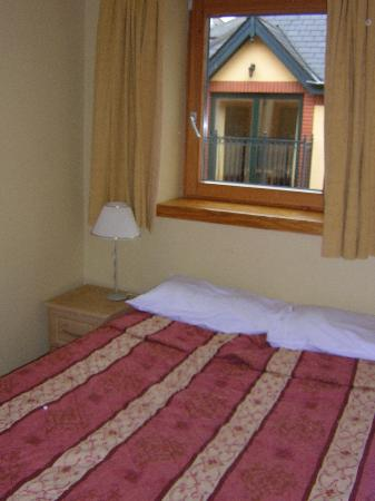 Shaw Court Apartments : double bedded room (there was a much larger twin room as well)