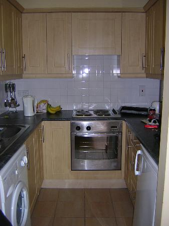 Shaw Court Apartments : kitchen