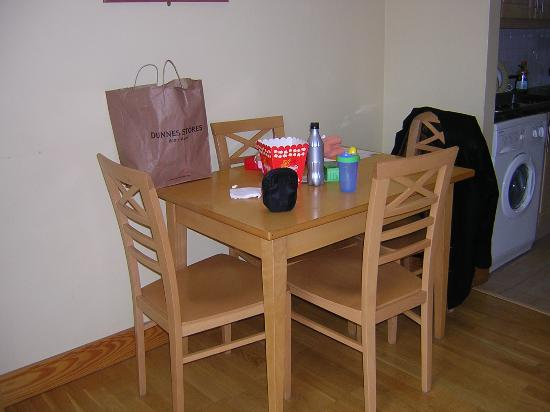 Shaw Court Apartments : dining area