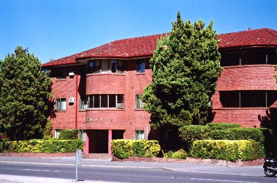 Greenways Apartments: Great art deco accommodation in a great locale