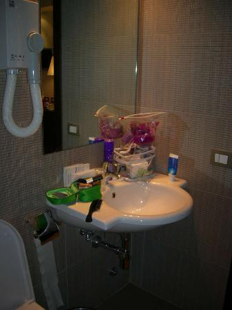 Hotel Garda: new everything in the bathroom