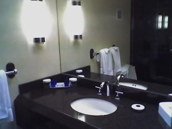 The Coeur d'Alene Resort: Bathroom sink
