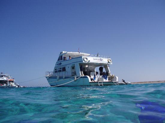 Steigenberger Coraya Beach: Emperor Dive boat