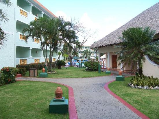 Hotel Playa Grande: In front of the dining area