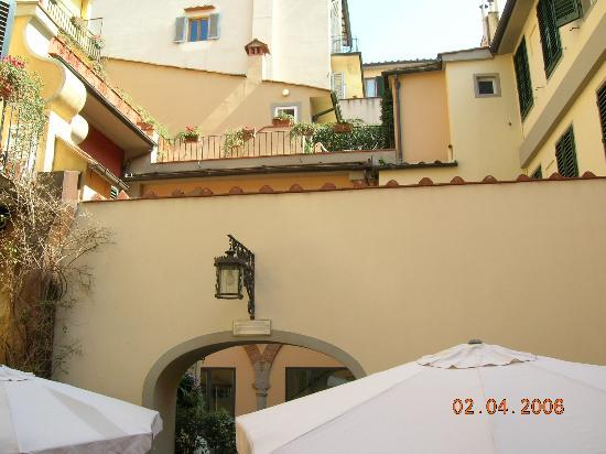 Hotel Rivoli: View ofCourtyard