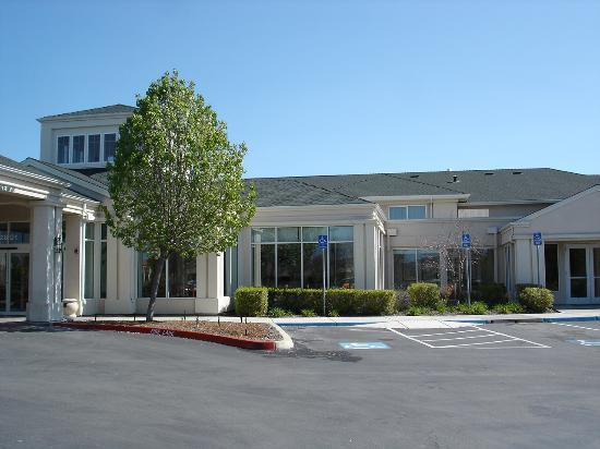 Hilton Garden Inn Livermore: Front entrance pic 2