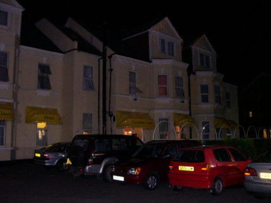 Croydon Court Hotel at night