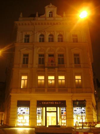 Ventana Hotel Prague: Ventana Exterior!