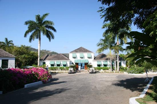 Round Hill Hotel & Villas Photo