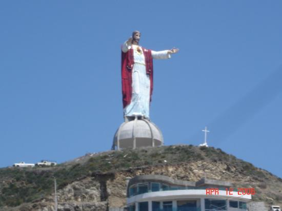 ‪لاس روكاس ريزورت آند سبا: A huge figure of Christ looking over the hotel resort‬