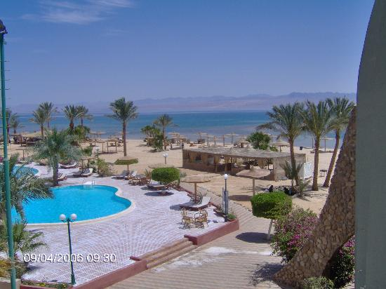 Helnan Nuweiba Bay Resort: view of the beach and pool