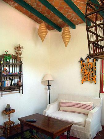 Casa Orquidea B&B: Room 5 living area